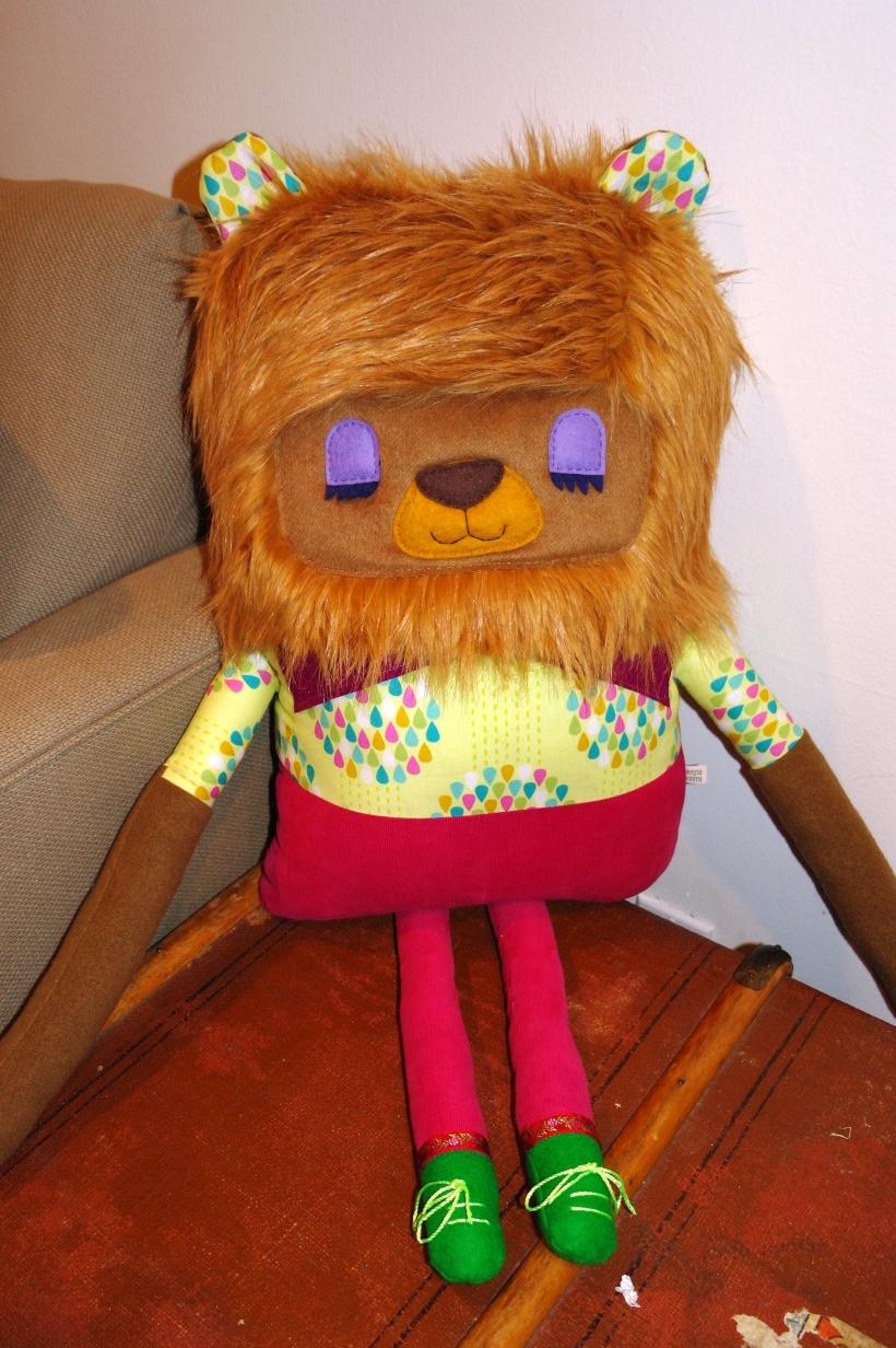 tweak2 lion chest
